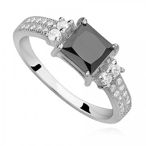 Okazały srebrny pierścionek z czarną cyrkonią