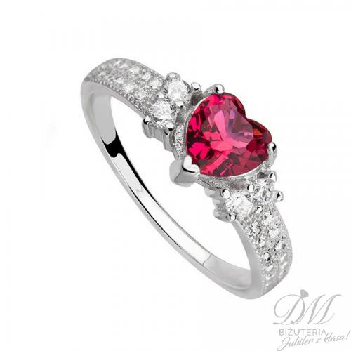 Piękny pierścionek z czerwonym sercem