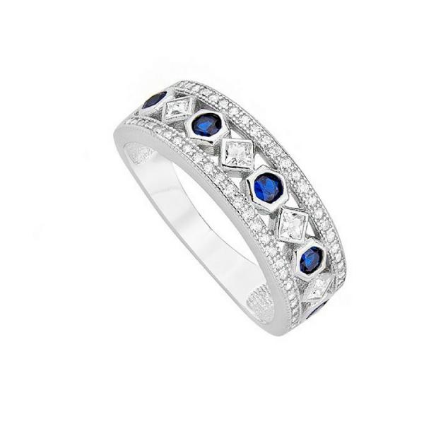 Srebrny pierścionek pięknie zdobiony