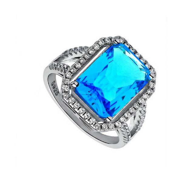 Cudowny pierścionek z okazałym kamieniem
