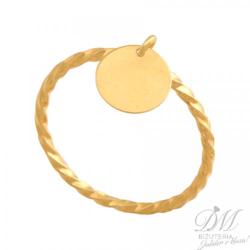 Złoty pierścionek z okrągłą przywieszką bardzo modny