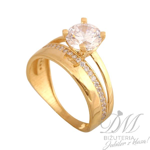 Złoty pierścionek zdobiony na prezent