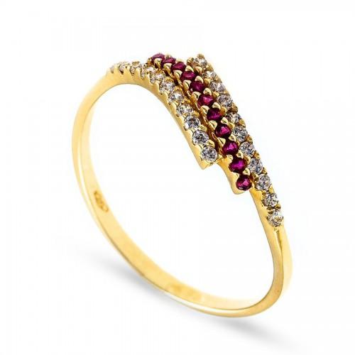 Złoty pierścionek z czerwoną cyrkonią