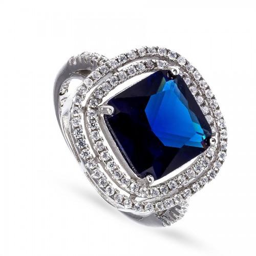 Ekskluzywny pierścionek z szafirem
