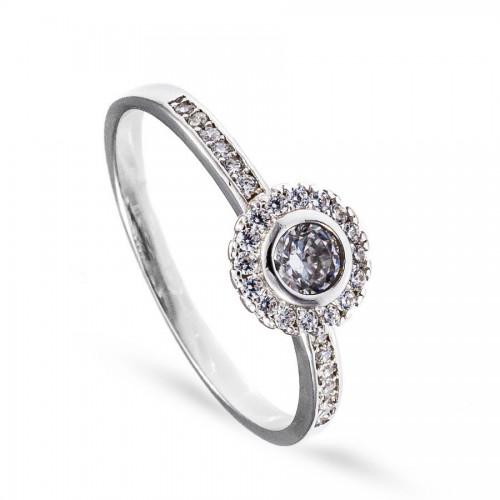 Subtelny pierścionek z licznymi cyrkoniami