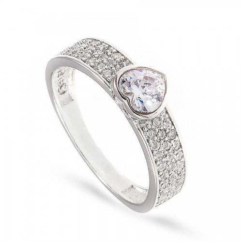 Piękny pierścionek z serduszkiem